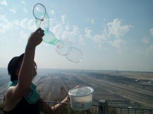 Seifenblasen am Tagebau